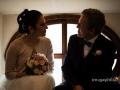 Sguardi tra gli sposi dopo le nozze a Palazzo Chigi, Ariccia