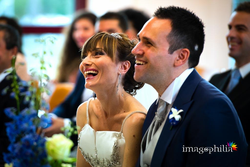 Ritratto degli sposi durante il matrimonio nella Sala del Regno dei Testimoni di Geova a Morena (Roma)