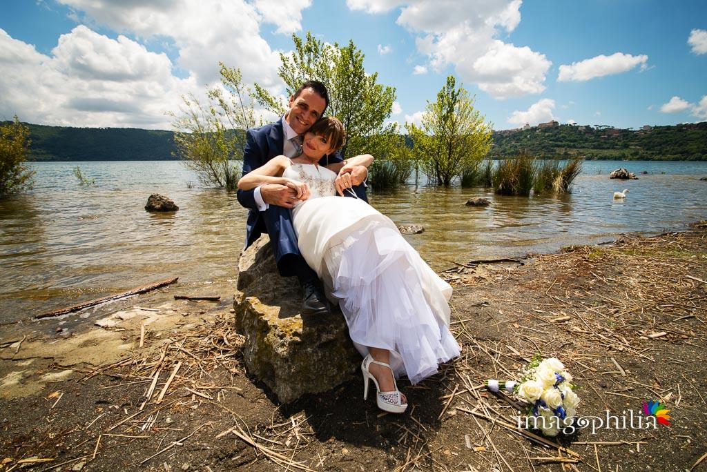 Ritratto degli sposi sul lago Albano a Castel Gandolfo