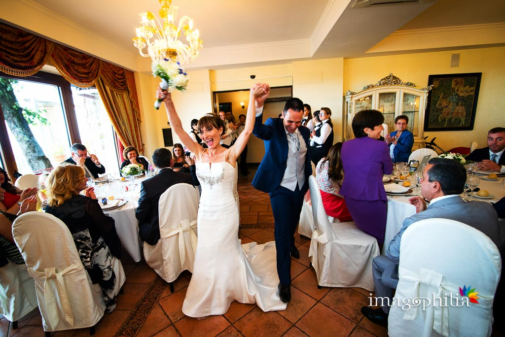 Ingresso degli sposi al ricevimento di matrimonio a Punta San Michele, Rocca di Papa