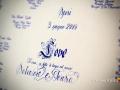 Dettaglio bianco e blu del tableau durante il ricevimento di nozze a Punta San Michele, Rocca di Papa