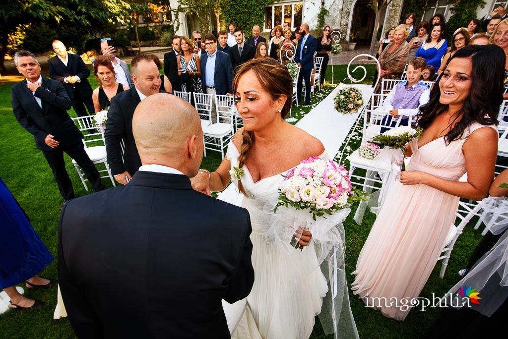 Al termine dell'ingresso della sposa, inizia la celebrazione del matrimonio a Villa Pocci