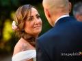 Sguardo della sposa allo sposo durante il matrimonio a Villa Pocci