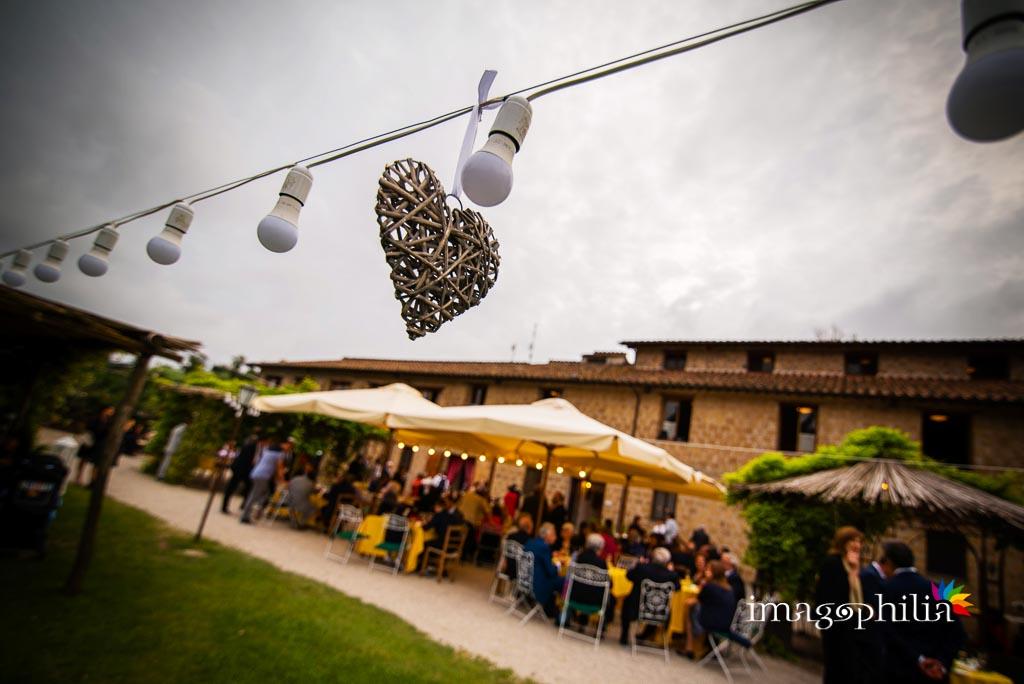 Veduta dell'aperitivo all'aperto durante il ricevimento di matrimonio al Borgo di Tragliata