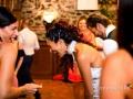 La sposa letteralmente piegata dalle risate durante il ricevimento di nozze a La Collinetta Eventi di Vermicino (Roma)