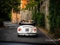 Gli sposi a bordo del Maggiolino Volkswagen verso il lago di Castel Gandolfo