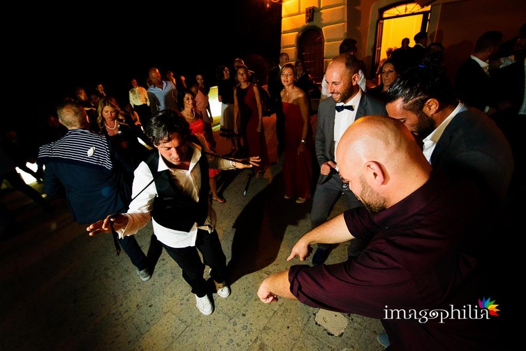 Party di nozze con balli scatenati al Castello Borghese di Nettuno