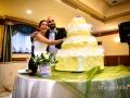 Taglio della torta nuziale al termine del ricevimento da Benito al Bosco, Velletri