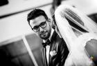 Ritratto dello sposo rivolto verso la sua dolce metà