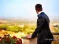 Lo sposo si gode il panorama
