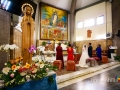 Veduta laterale della Chiesa della Natività della Beata Vergine Maria a Santa Maria delle Mole durante la celebrazione del matrimonio