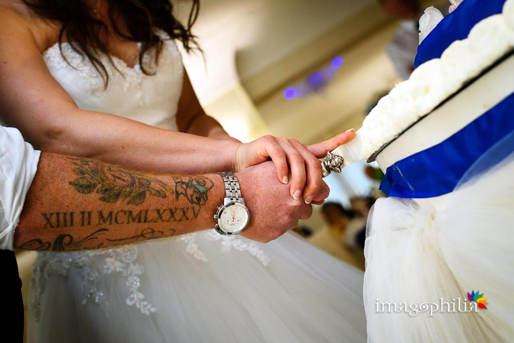 Taglio della torta di nozze durante il ricevimento di nozze presso Francesco Forti Ricevimenti a Roma