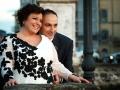 Gli sposi affacciati dal ponte di Ariccia dopo le nozze a Palazzo Chigi / 1