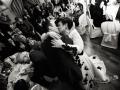 Bacio tra gli sposi durante il ricevimento di matrimonio nella Tenuta Cusmano a Grottaferrata