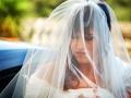 La sposa appena scesa dall'auto a Palazzo Chigi ad Ariccia