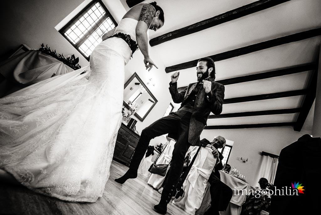Coreografia ispirata a Pulp Fiction durante il matrimonio rock a Casale Baldetti