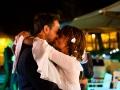 Bacio durante il primo ballo degli sposi nel giardino di Casale Baldetti a Frascati
