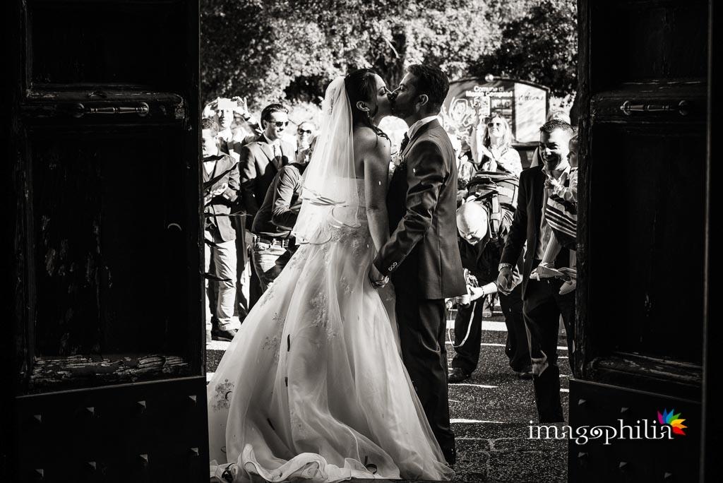 Lancio del riso e bacio tra gli sposi alla porta della Chiesa di San Silvestro a Montecompatri