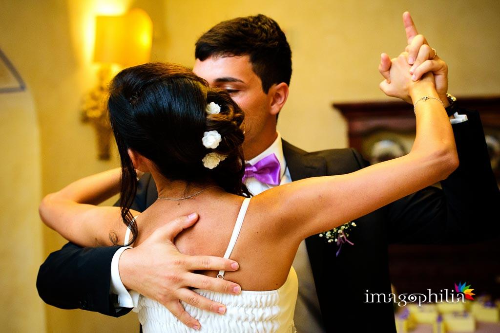 Ballo contemporaneo tra gli sposi al ricevimento di nozze al Grand Hotel Helio Cabala di Marino