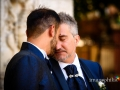Gli sposi accoccolati insieme a piazza Trilussa a Roma (Trastevere)