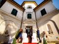 Lancio dei petali durante il matrimonio laico-umanista a Villa Gianni, Roma