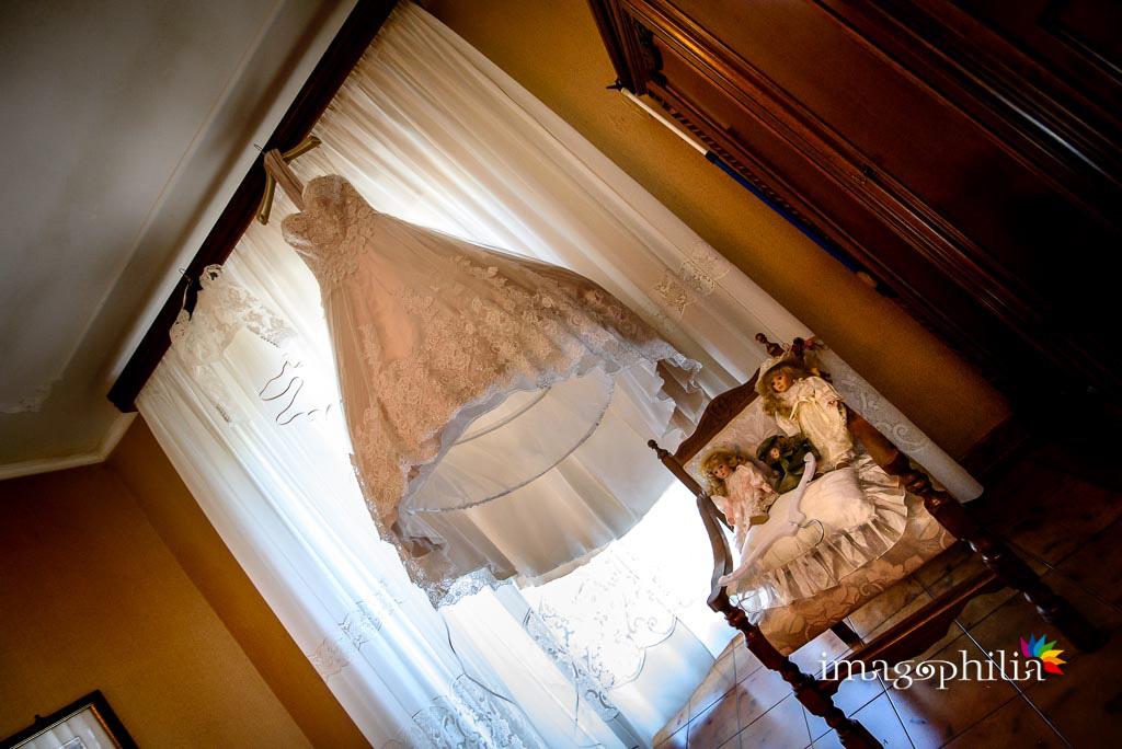 L'abito della sposa attende solo di essere indossato