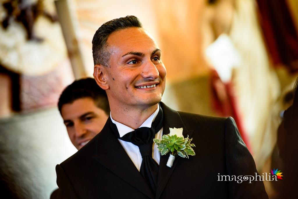 Lo sposo vede la sposa entrare nella Chiesa Aeroportuale di Guidonia Santa Maria di Loreto
