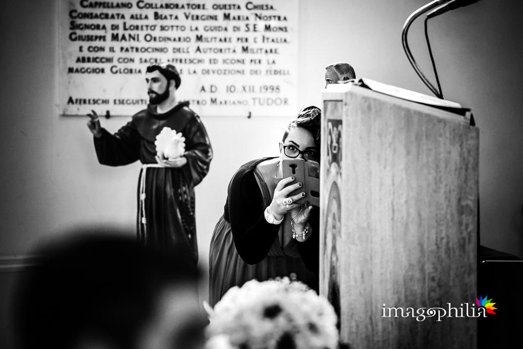 Scatti rubati durante il matrimonio nella Chiesa Aeroportuale di Guidonia Santa Maria di Loreto