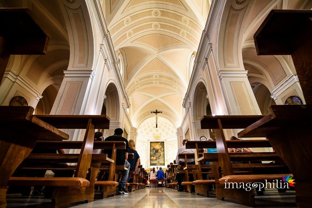 Veduta della Chiesa di Santa Maria Maggiore a Lanuvio durante il matrimonio