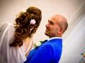 Sguardi tra gli sposi durante il matrimonio nella Chiesa di Santa Maria Maggiore a Lanuvio