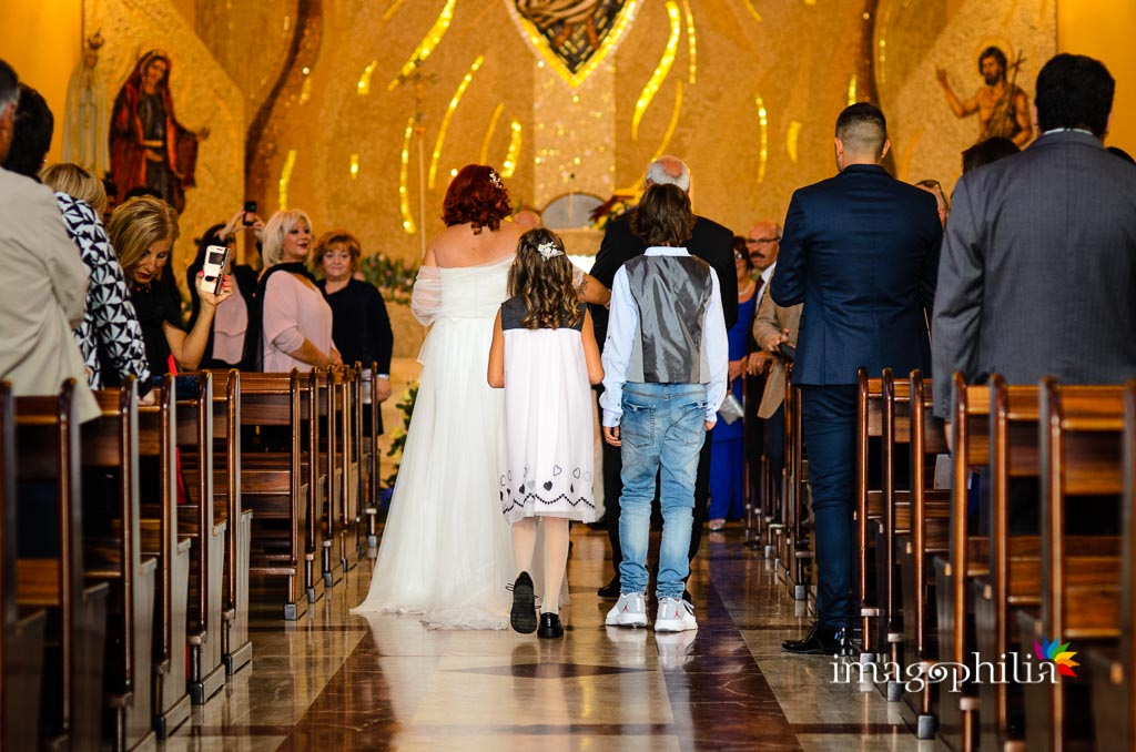 Ingresso della sposa nella Chiesa di Gesù Maestro a Fonte Nuova all'inizio del matrimonio / 2