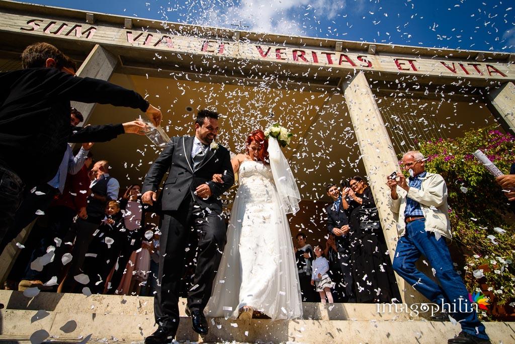 Lancio del riso al termine del matrimonio nella Chiesa di Gesù Maestro a Fonte Nuova