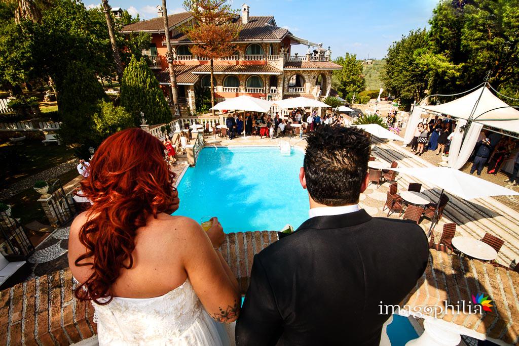 Gli sposi salutano gli invitati durante l'aperitivo a Villa Sesterzi, Fonte Nuova