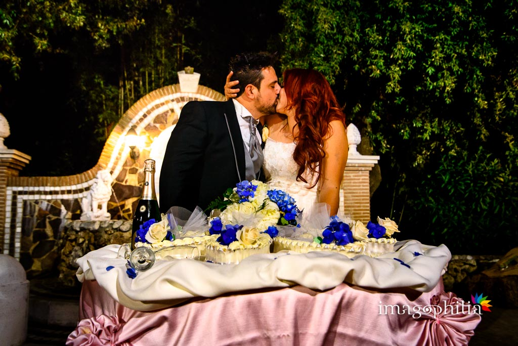 Taglio della torta nuziale al termine del ricevimento di matrimonio a Villa Sesterzi, Fonte Nuova
