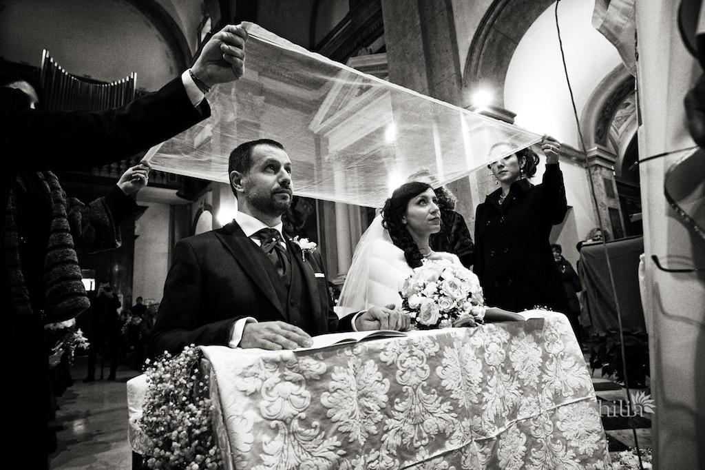 La velazione (velatio) degli sposi durante il matrimonio nella Chiesa di San Silvestro a Montecompatri