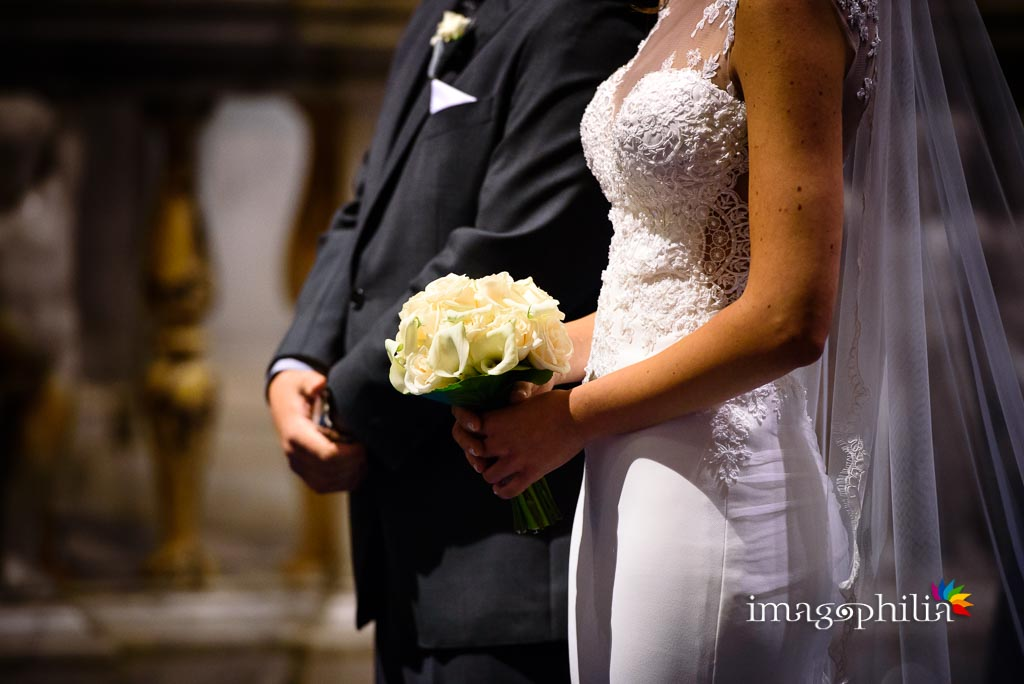Dettaglio del bouquet di nozze nella Chiesa di San Pietro in Montorio a Roma