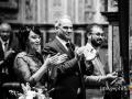 Applauso della famiglia della sposa al termine del matrimonio nella Chiesa di San Pietro in Montorio a Roma