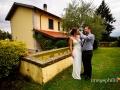 Tenerezze tra gli sposi ai Casali Margherita a Roma