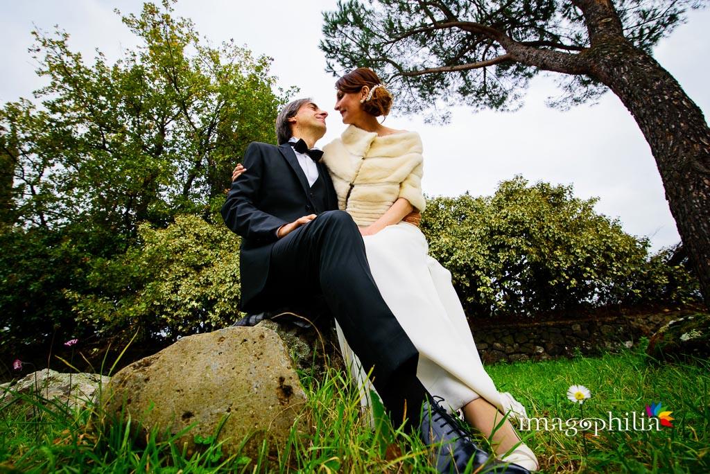 Gli sposi si guardano a via Appia Antica