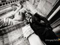 Gli sposi ritratti davanti al Palazzo Senatorio al Campidoglio
