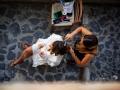 La sposa in preparazione presso il Borgo di Tragliata, Roma / 1