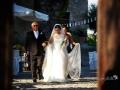 La sposa, accompagnata dal padre, si dirige in chiesa presso il Borgo di Tragliata, Roma