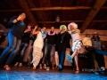 Balli durante la serata disco al termine del ricevimento di matrimonio presso il Borgo di Tragliata, Roma