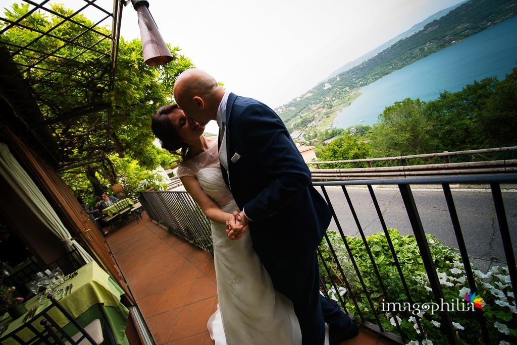 Gli sposi sul terrazzo del Ristorante Pagnanelli di Castel Gandolfo