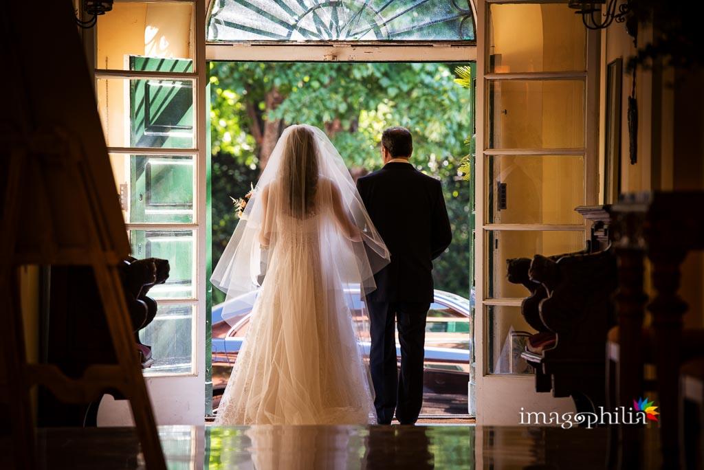 Uscita della sposa con il padre da Villa Senni a Grottaferrata