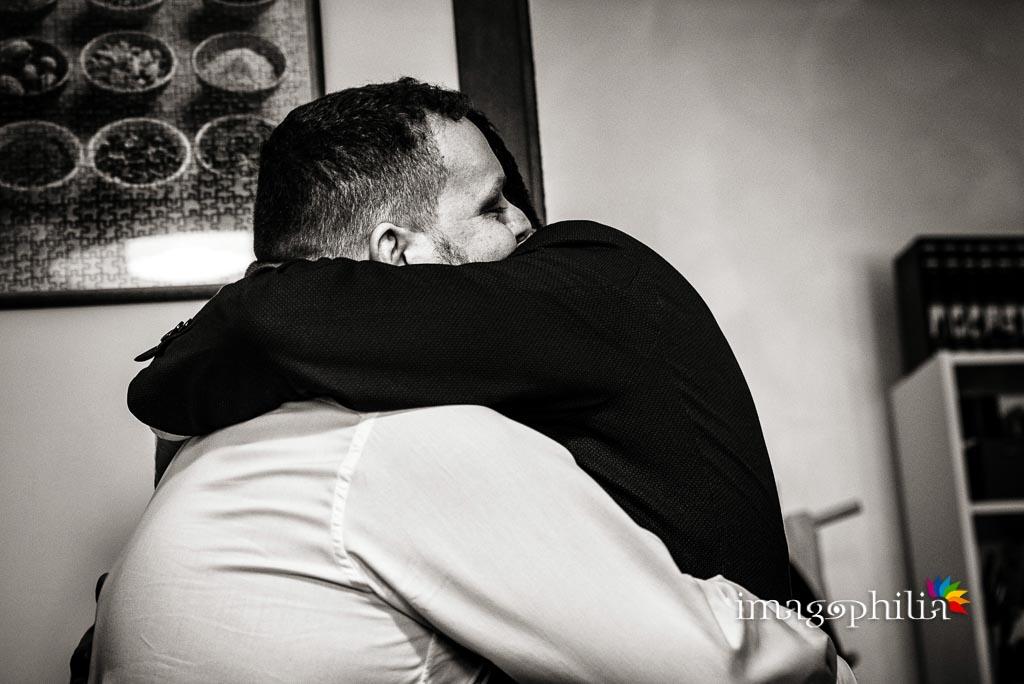 Abbraccio fraterno