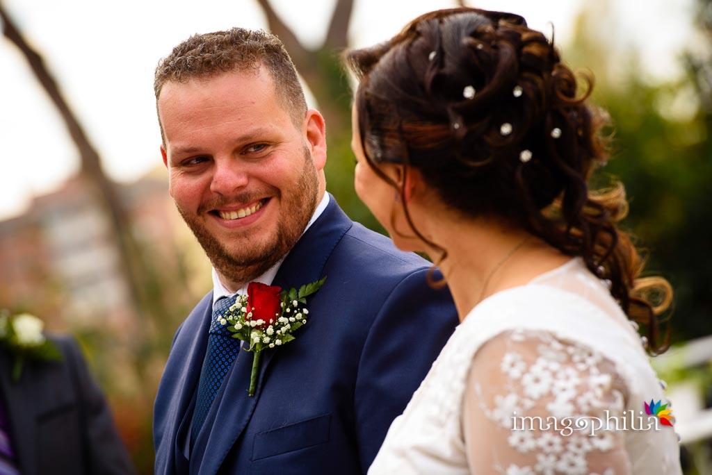 Sguardo dello sposo durante il matrimonio al New Green Hill di Roma