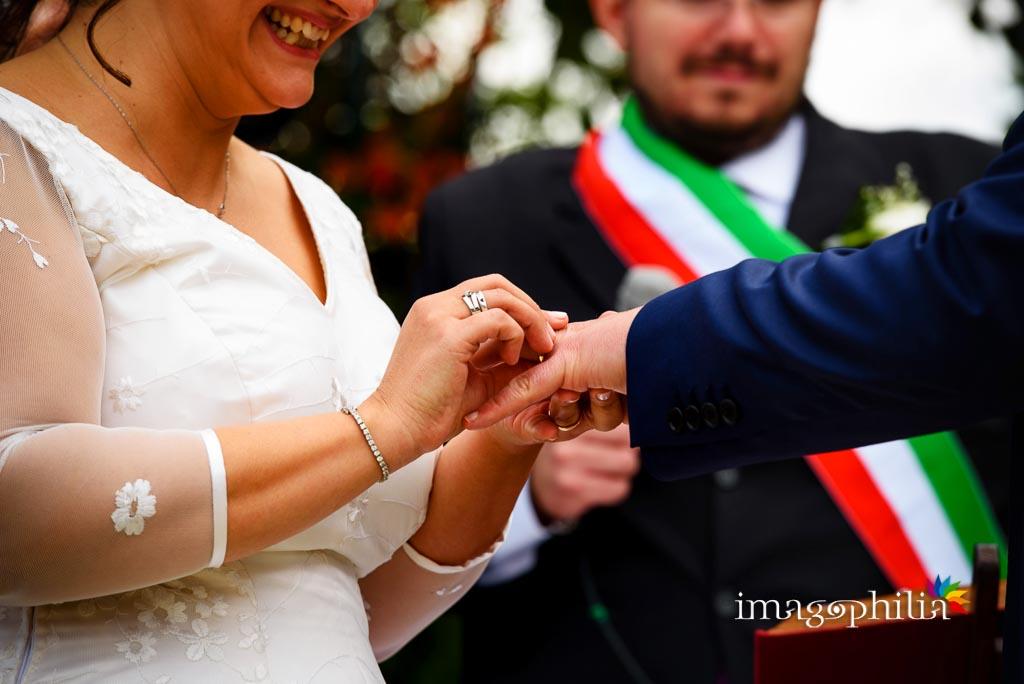Scambio delle fedi nuziali durante il matrimonio al New Green Hill di Roma