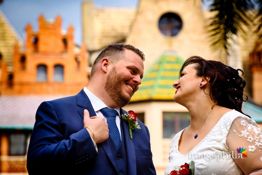 Momenti di intimità tra gli sposi a Villa Torlonia, Roma