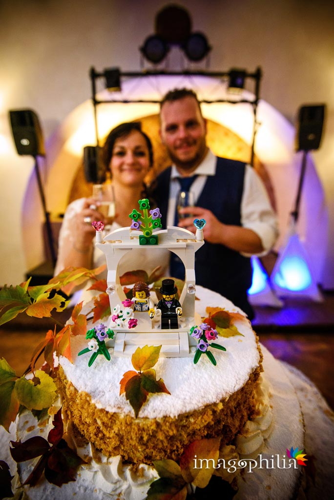 Taglio della torta al termine del ricevimento di matrimonio presso il New Green Hill di Roma